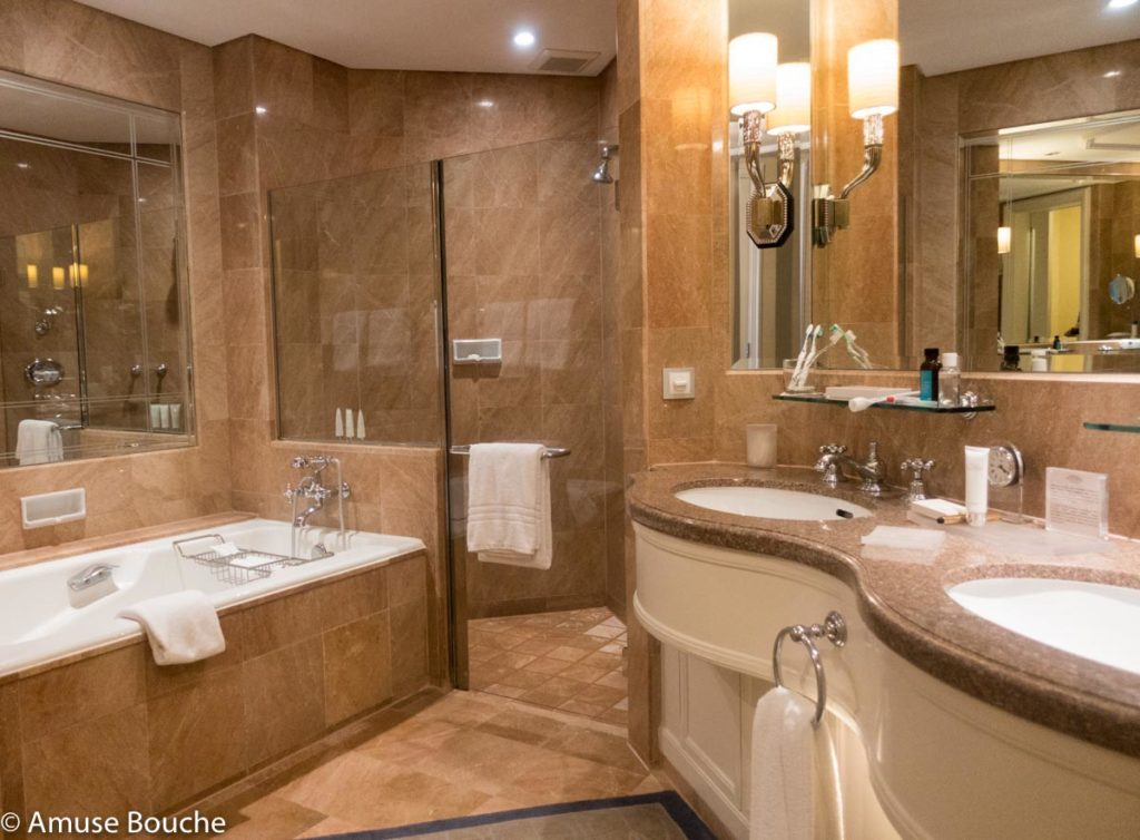 Four Seasons Singapore Bathroom