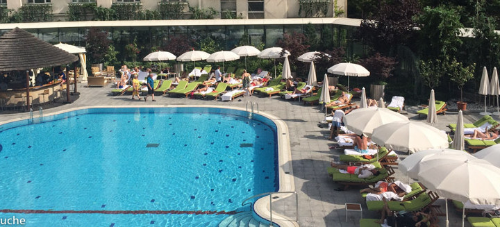 Brunch la piscina Radisson Blu Bucuresti